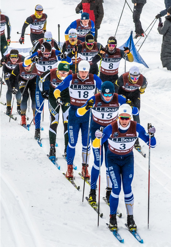 The chase pack during the men's mass start